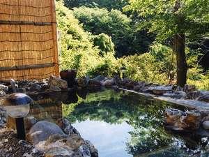 いわき湯本温泉郷 白鳥山温泉 喜楽苑:大自然に囲まれた露天風呂は心身ともに浄化されます。