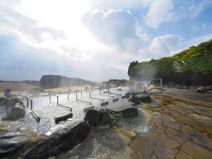 三愛高原ホテル:【秋】絶景鼻の湯 露天風呂 雄大な阿蘇の大草原が広がる、開放感いっぱいの露天風呂