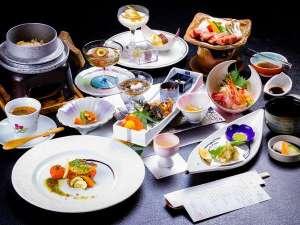 三愛高原ホテル:【夕食】阿蘇の幸をふんだんに使った和風会席料理膳※その日の仕入れによって、お料理内容はかわります。