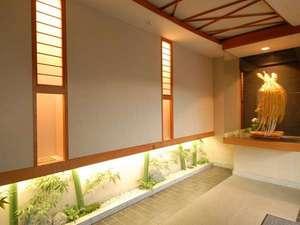 エントランスには飯田の伝統工芸品である見事な水引細工が!