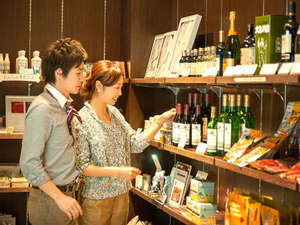 メモリアルショップリョーではドリンクや軽食、お土産品など様々な商品を取り揃えております。