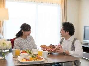 全室リビング・ダイニング・キッチン付。ゆとりのあるお部屋で気兼ねなくお食事をお楽しみいただけます。