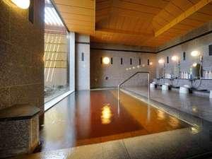 知床天然温泉 ルートイングランティア知床 -斜里駅前-:【男性内風呂】ご覧下さい、この独特なお湯の色を。身体を芯から温める源泉100%かけ流しの湯です。