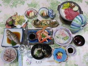 旅館 寺津屋:手作りのお料理は家庭的&美味!(夕食一例)