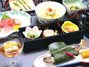 夕食一例(春)☆旬の食材を使用した会席料理をご用意いたします♪献立は仕入れ等により変わります。