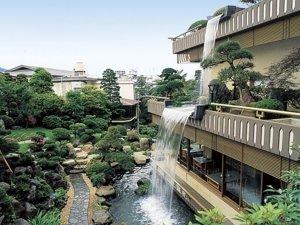 熱海 金城館:金城館自慢の庭園と五葉館の滝