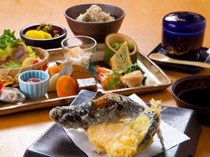 ガニ湯本舗 天風庵:【夕食一例】地元の旬食材を存分に使った、お料理となっております。