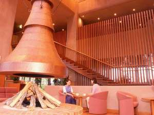 珠洲ビーチホテル:木のぬくもりを感じさせるロビー