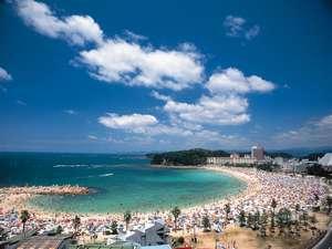 【周辺観光】海水浴は真っ白な砂浜が眩しい白良浜。