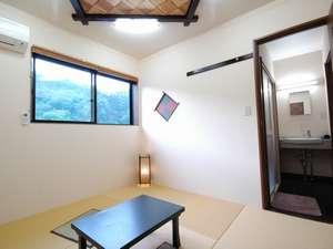 ほたると絶景の宿 つれづれ:新館の客室一例 大浴場もすぐ横に。