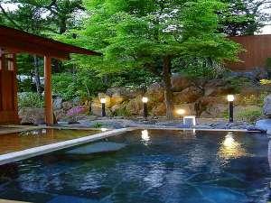 四万温泉 鍾寿館:山里乃湯(上段)新緑の頃(5~6月ごろ)の夕暮れ時