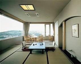 彩りめぐりの宿 彩花亭:感動の夕日がご覧いただける特別室神宮の森に沈む夕日と鳥羽湾の夜景は感動的です