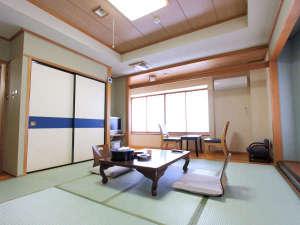 花見屋旅館:*【和室(一例)】畳のお部屋で足を伸ばしてお寛ぎ下さい。