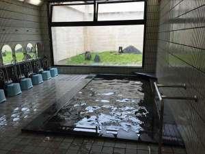 赤穂ロイヤルホテル:男子浴場 手すりがございます 脱衣所にコインランドリーがございます。