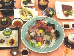赤穂ロイヤルホテル:2017松茸会席B 伊勢海老・鮑造りはお一人様あたり1切れ程度で大皿盛りです