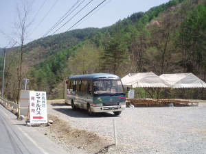 ゼロ磁場の宿 入野谷:*【分杭峠行きシャトルバス乗り場】無料の粟沢駐車場へお車を止めてシャトルバスでGO!