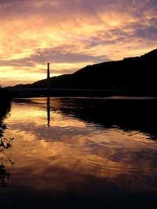 ホテル前を流れる有田川の夕景(日本夕景百選にもなっている)