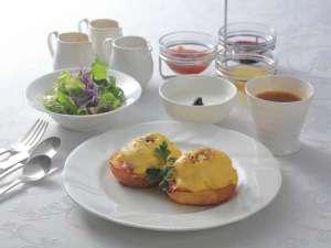 ガーデンテラス長崎 ホテル&リゾート:朝食【エッグベネディクトセット】(一例)