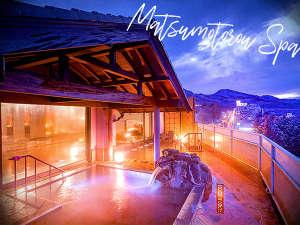 本館『松本楼』のお風呂もご利用いただけます。露天風呂から見える伊香保の大パノラマは圧巻