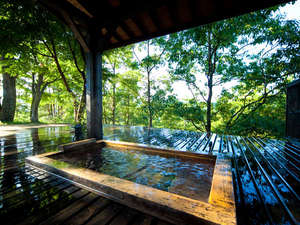 四季の彩りと旬の食材を満喫 宿房 翡翠之庄:◆客室露天風呂一例◆自然を独り占めできるようなロケーションが楽しめます。
