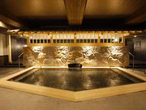 姫路キヤッスルグランヴィリオホテル ルートインホテルズ:<天然温泉 華楽(かぐら)の湯> 檜風呂 樹木の温もりを感じさせる和みの湯。朝風呂は6時~オープン。