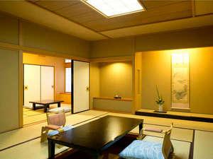 金沢・辰口温泉 やさしさの宿 まつさき:【新館鳳凰・和洋特別室 お部屋一例】落ち着いた和室と開放的な洋室があり、二世代でもゆったりと寛げます
