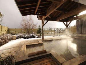 金沢・辰口温泉 やさしさの宿 まつさき:雪見露天【展望露天風呂・木犀】白山を望める檜風呂の露天風呂