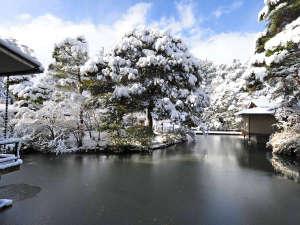 金沢・辰口温泉 やさしさの宿 まつさき:【松泉湖・雪景色】例年初雪は12月頃となり、本格的に降り積もる時期は1月中旬~2月初旬頃となります