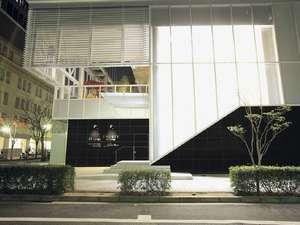 ホテルトラスティ神戸旧居留地:2階部分がフロント。ホテルエントランス