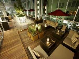 ホテルトラスティ神戸旧居留地:ゆったりとした、2階「ガーデンテラス」