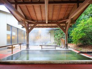 湯本富士屋ホテル:男性用大浴場の露天風呂(檜)