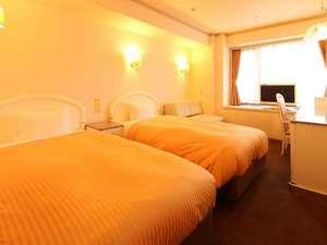神戸三宮ユニオンホテル:奇数階ツイン オレンジ基調のお部屋で気分を高めて、深夜までお友達やご家族と楽しくおしゃべり!