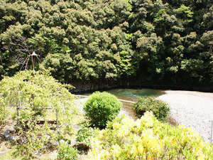 静響の宿 山水:四季折々に表情を変える山々を眺めながらのんびり♪