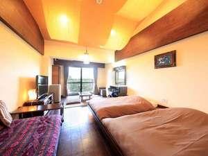 ホテル&スパ アンダリゾート伊豆高原 :一番人気タイプのお部屋。バリのインテリアで異国情緒たっぷりでございます。