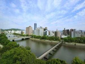 コートホテル広島:京橋川を一望!  リバービュー♪