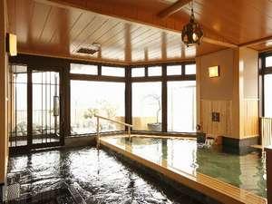 【大浴場 内風呂】最上階にある大浴場。檜の香りが広がる癒し時間を♪
