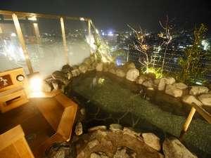 【大浴場 露天風呂】高山の夜景も楽しむことができます。