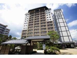 【外観】全館畳敷き「和」のホテル。高山駅から南へ約200m。徒歩約5分の好立地♪