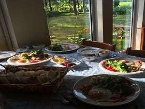 帯広八千代ユースホステル:朝食時間は爽やかな空気につつまれて