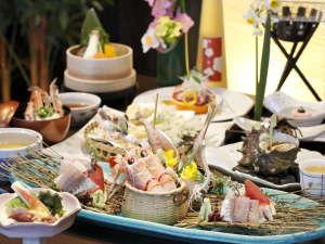 碧き凪ぎの宿 明治館:【夕食一例】西伊豆の旬を凝縮した季節がわりのお料理(画像注:お刺身は2人前です)