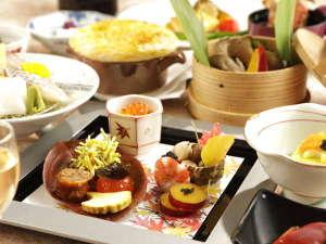 碧き凪ぎの宿 明治館:【夕食一例】西伊豆の旬を凝縮した季節がわりのお料理をお楽しみください