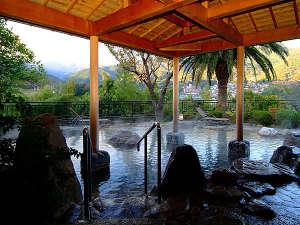 湯河原温泉 ホテル東横:箱根連山一望の大露天風呂「百景の湯」55平方mの広さ