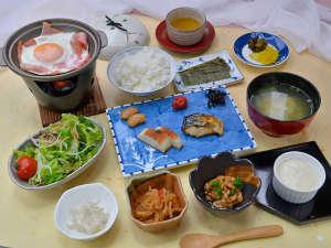 宿彩 暁雲荘:【朝食】栄養とボリュームをたっぷり摂って頂けるメニューです!