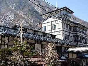 新平湯温泉の中心に建つ温泉旅館「長作の宿 なかだ屋」へようこそ