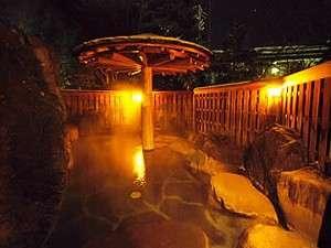 「長作の湯」夜の露天風呂。大浴場の露天・内湯は夜11時より男女入れ替え