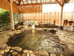 味湯海亭 福松荘:*広々とした天然温泉かけ流しの貸切露天風呂。
