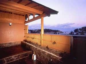 みち潮:【露天風呂・温泉】打ち寄せる波音が聞こえる露天風呂。男女共あり、温泉をくみいれています。