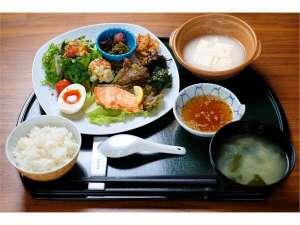 嬉野温泉 ことぶきグローバルイン:温泉湯豆腐付き朝食嬉野名物とろとろの温泉湯豆腐と九州産の食材を使用した和食料理