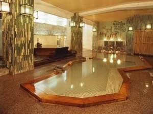 【大浴場】楽々湯其の一…寝湯や檜風呂、そしてサウナも備えています。