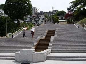 【石段】2010年に石段を新設して365段になりました。